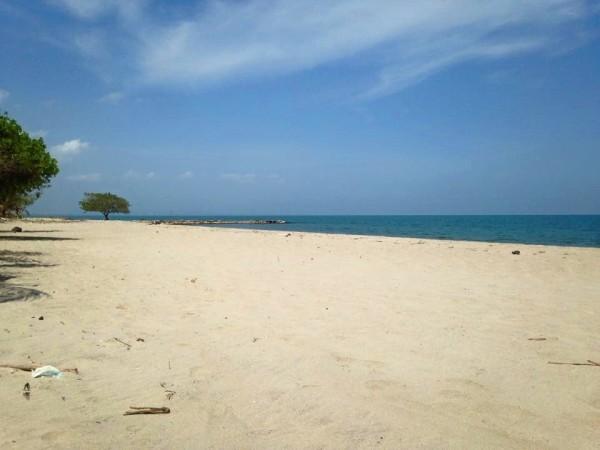 Viajando a dedo por Colombia. Playa de Tulu
