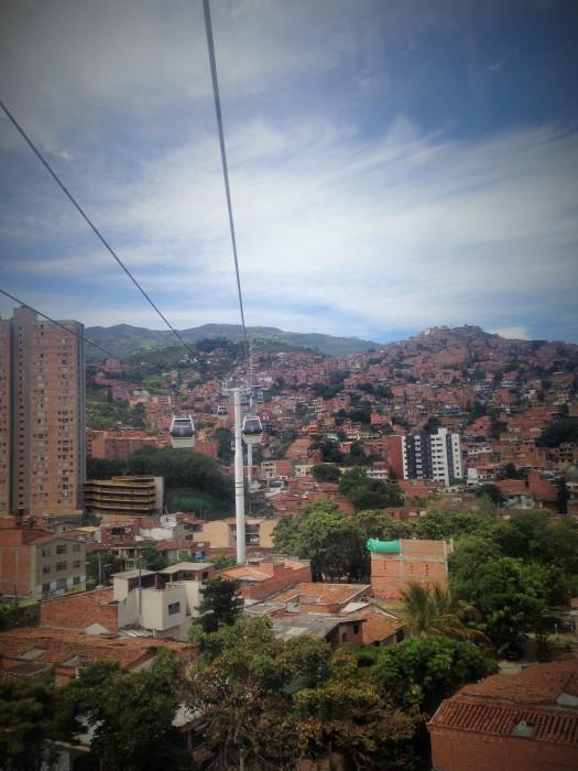 Sistema de metro cable en Medellín. Colombia
