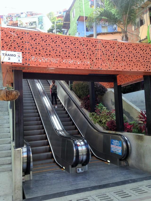 Escaleras eléctricas de la comuna 13 en Medellín,Colombia